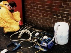 DAMP-PROOF INJECTION EQUIPMENT