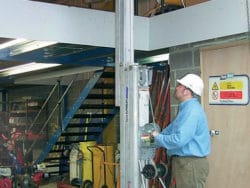 CONTRACTORS HOIST (GENIE SUPERLIFT)