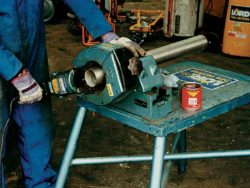 BENCH MOUNTED PIPE CUTTING/BEVELLING MACHINE